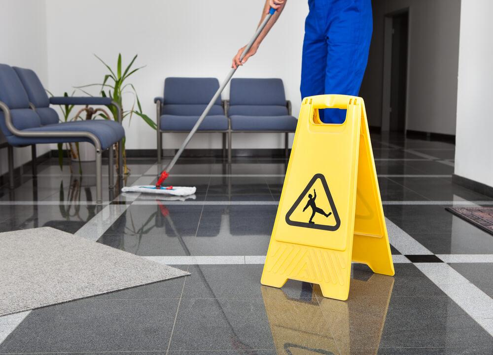 Wycieraczki obiektowe, czyli sposób na czystość w biurowcu