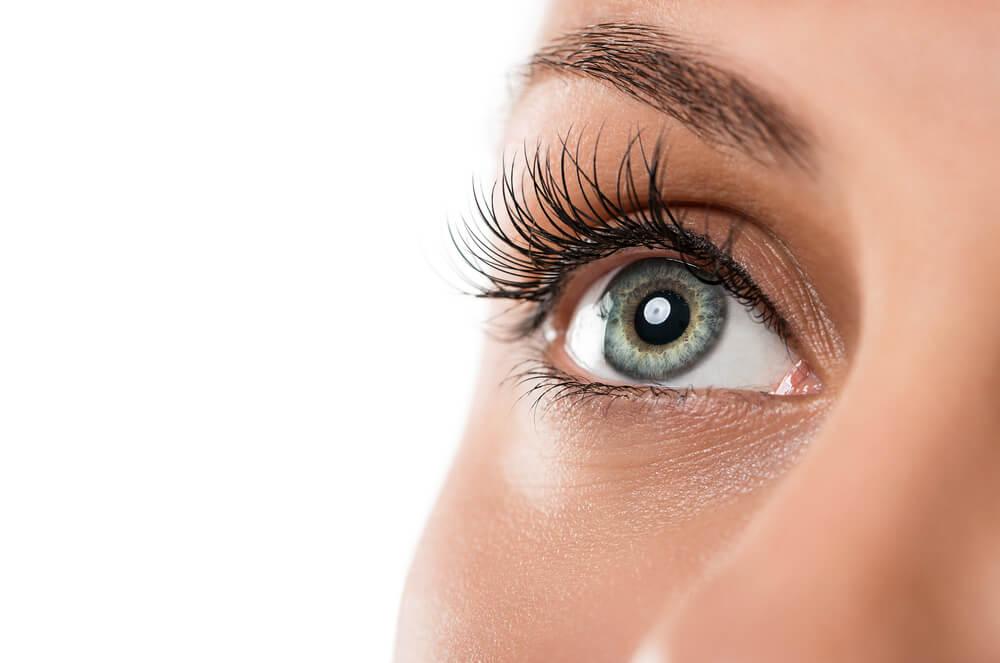 Wykonywanie makijażu permanentnego oczu