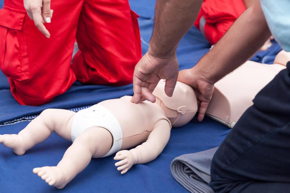 Kurs kwalifikowanej pierwszej pomocy – komu i do czego jest potrzebny