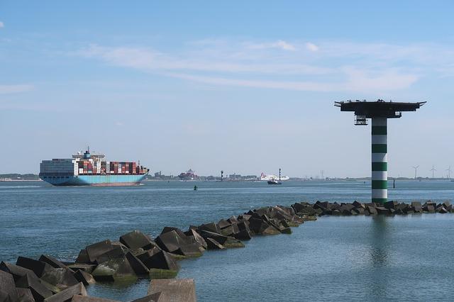 Czas dostawy w transporcie międzynarodowym – od czego zależy
